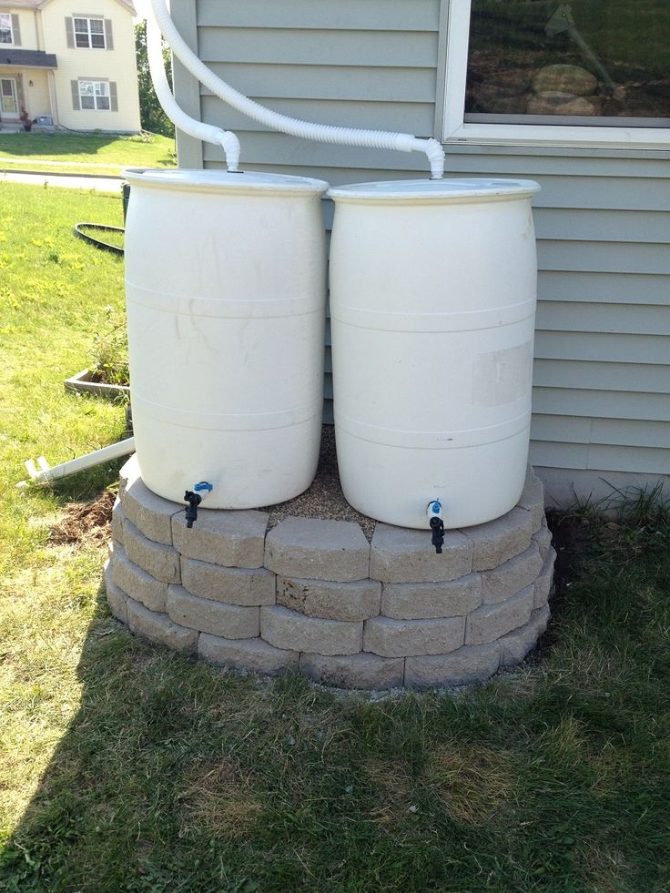 Double rain barrel stand