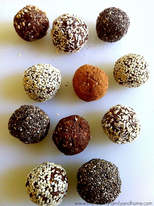Crunchy Raw Protein Balls / Snacks - easily vegan & packed with protein. Beautiful food photos + recipes & ideas