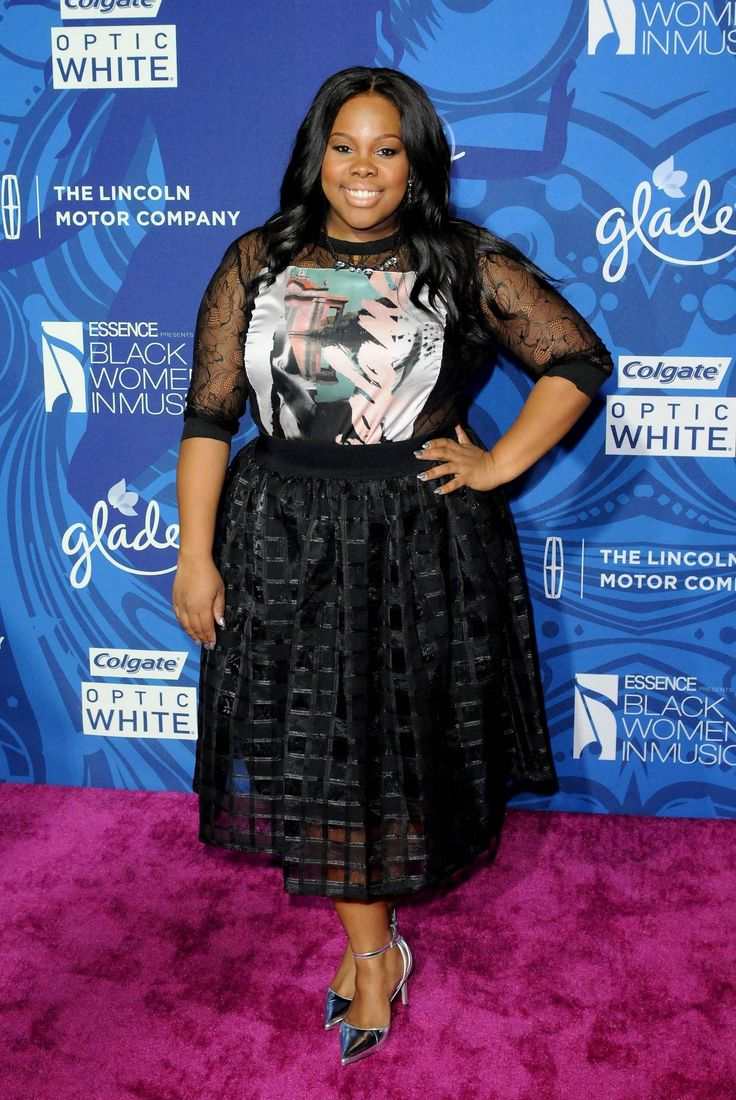 This Glee star sported a playful graphic top with a delicate sheer paneled skirt that instantly played up her figure. The vocalist definitely brought her A-game when it came to mixing uptown elegance with downtown graphics. #AmberRiley #BlackWomenInMusic