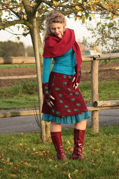Stretchröcke - Walkrock Wollrock bordeaux mit Blumen türkis - ein Designerstück…