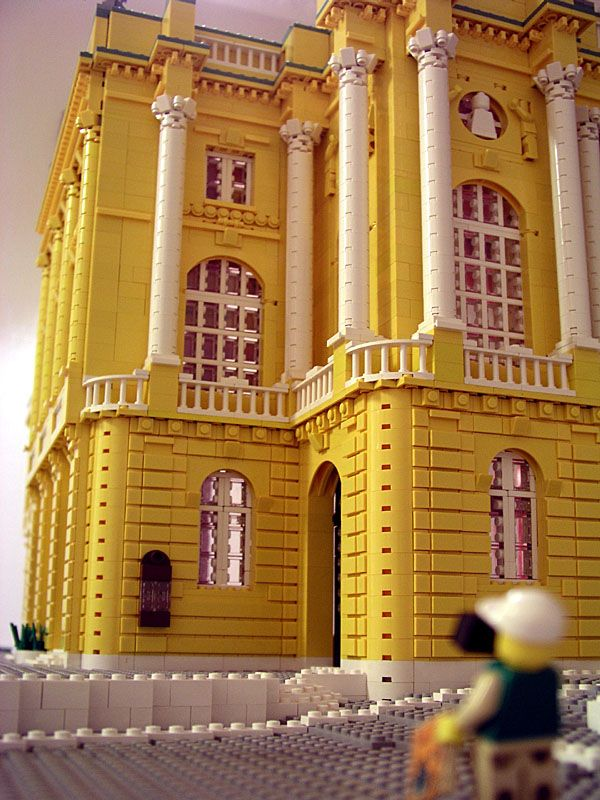 Lego Architecture. Great example of Corinthian columns.