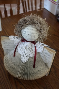 This recycled angel craft is perfect for book lovers, but it's also a great project for people who like to make something old into something new.