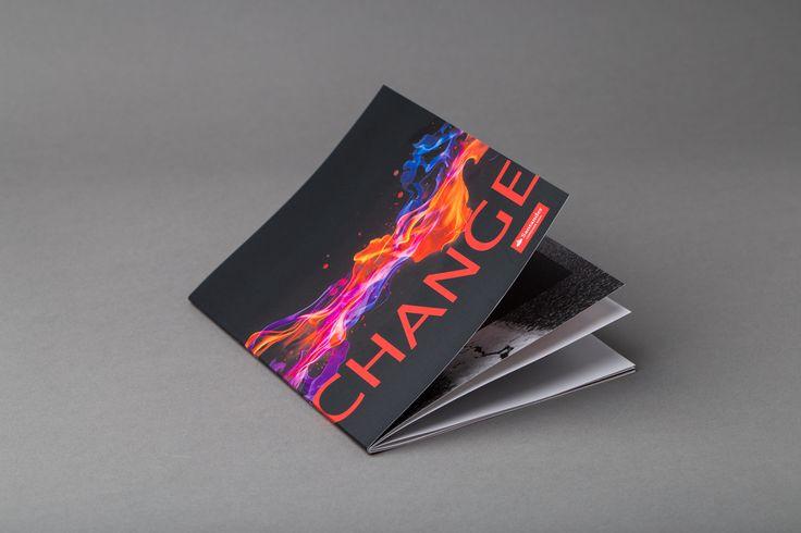Brosjyre med digitaltrykk og digital relieff spotlakk. #brosjyre