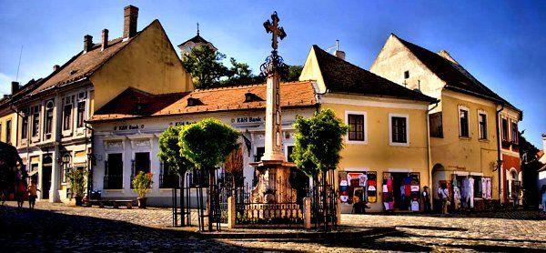 Szentendre op z'n best en prima te bezoeken vanuit een van onze vakantiehuizen in de Donauknie.  http://www.hungariahuizen.nl/vakantiehuizen-hongarije-aanbod/regio_noordwest-hongarije/