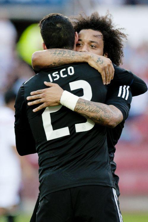 ¡Venga ese abarazo, papá! Isco y Marcelo hoy a comprobar el perrenque a favor del Real Madrid ante el Juventus en partido de ida semifinales UEFA Champions League.