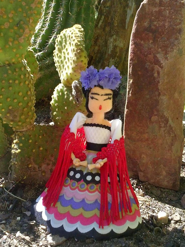 Las Bárbaras: Muñeca broche Frida Kahlo