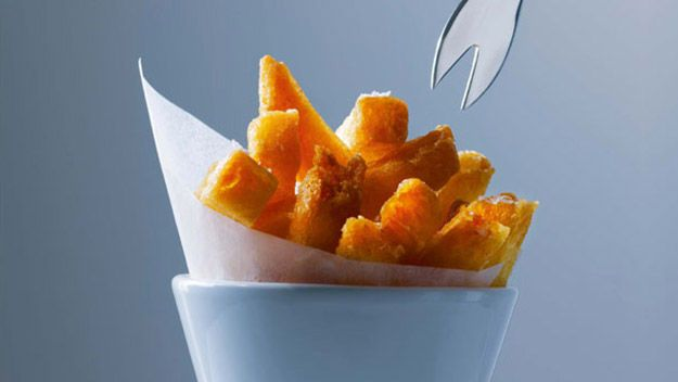 This recipe for chips follows Heston Blumenthal's tried and tested steps for perfect fluffy chips with a crisp coating