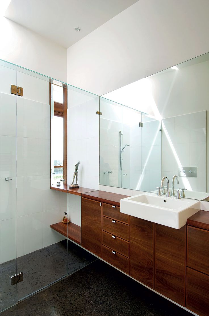 The en suite features a recycled ironbark vanity. Natural light enters both at eye level as well as from above | Hill House by Mihaly Slocombe (2006) | Merricks, Victoria, Australia | photo: Emma Cross