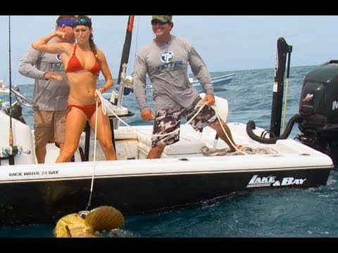Hand line fish babe Fights & Lands Huge Fish!
