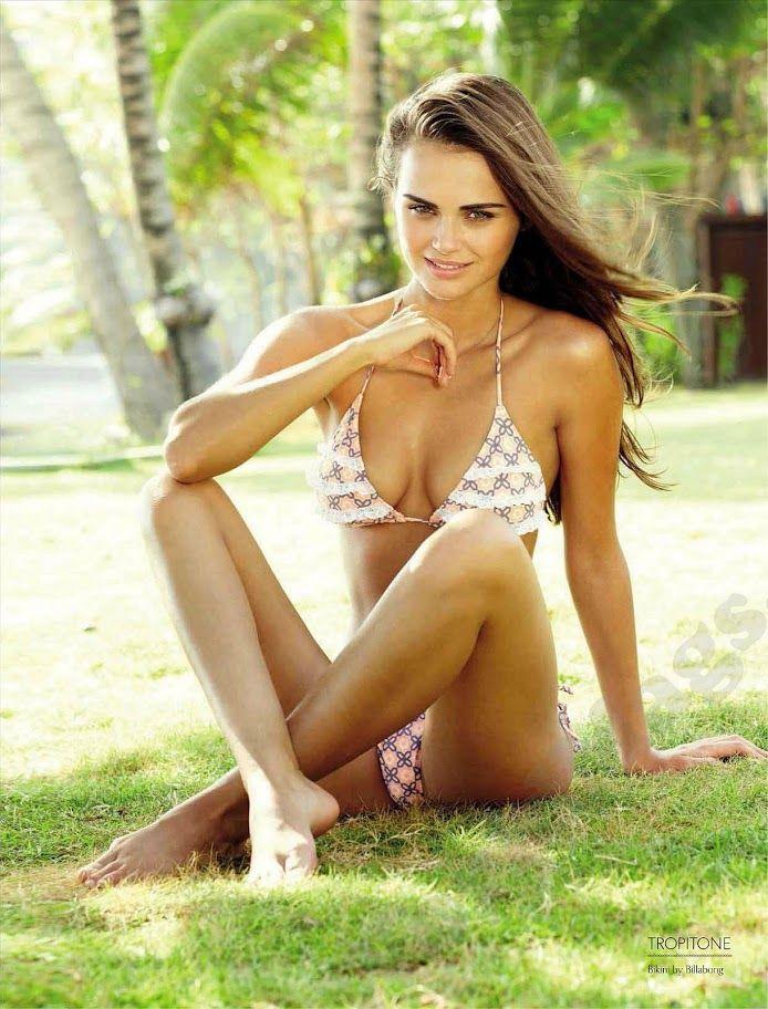Мега сексуальная Ксения Дели в мини бикини