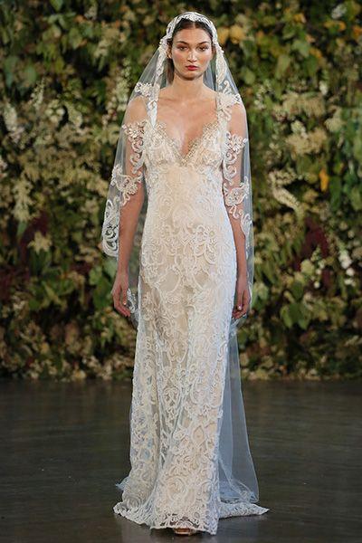 """#Wedding Gown Trends 2015 - """"Lace"""" from Claire Pettibone 2015年のウェディングドレスのトレンド「レース」。今シーズンは、グレイス・ケリーやキャサリン妃のようなクラッシックな印象を残しつつ、レースの模様を強調し、より魅惑的なデザインが目を惹きます。"""