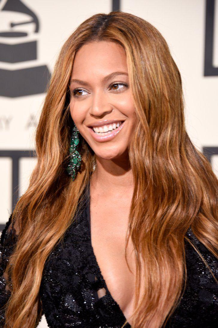 Pin for Later: Kein Look ist komplett ohne die passenden Accessoires  Beyoncé's Ohrringe von Lorraine Schwartz schienen hinter ihrer blonden Mähne hervor.