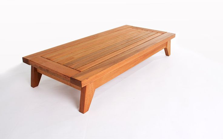 """Que tal decorar aquele cantinho que faltava """"alguma coisa"""" com este banco baixo para meditação? Este banco JATOBÁ vai ficar incrível também em varandas pequenas! Ahh... você pode ainda utilizá-lo como uma mesa de centro de madeira para v"""