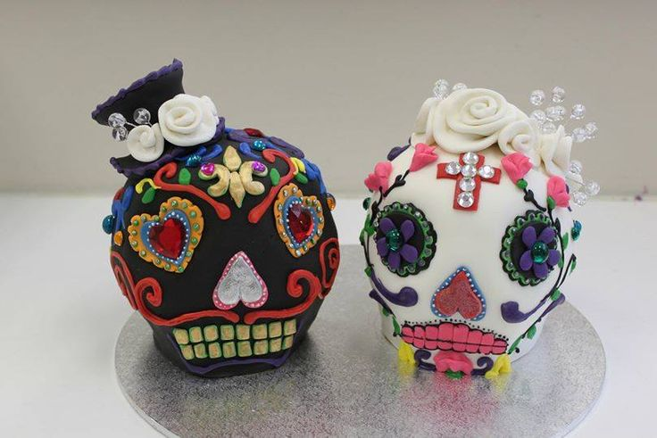 Mexican death skulls, for a romantic and gothic feel