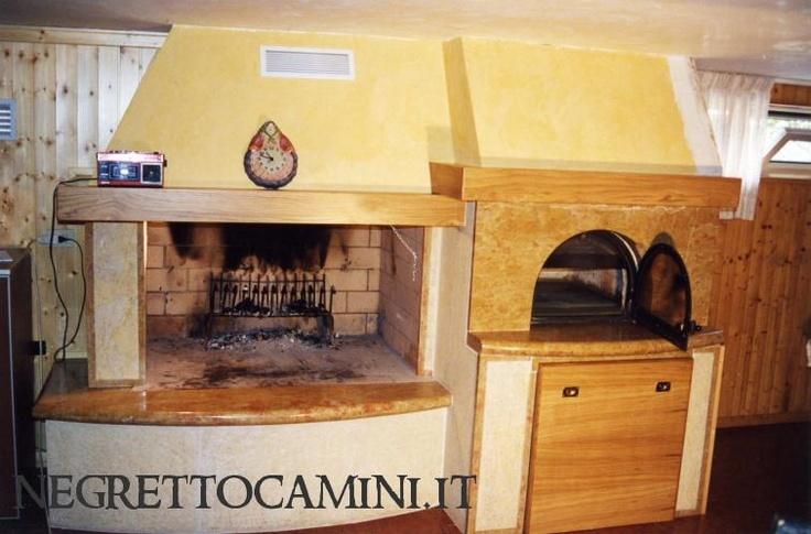 camino con forno pizza il tutto rivestito con marmo giallo reale tipico dei monti lessini nell'alto Veronese.