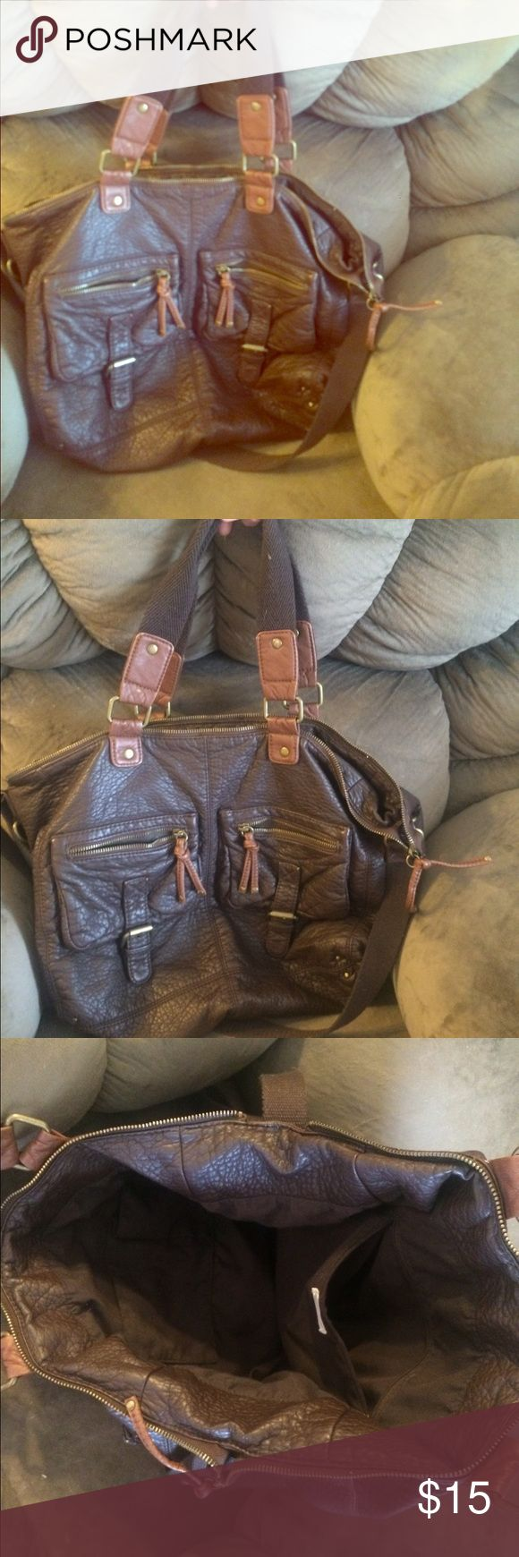 American eagle brown tote American eagle brown tote! Can carry as purse or over night bag! Super clean and great condition! Bundle for discounts American Eagle Outfitters Bags Shoulder Bags