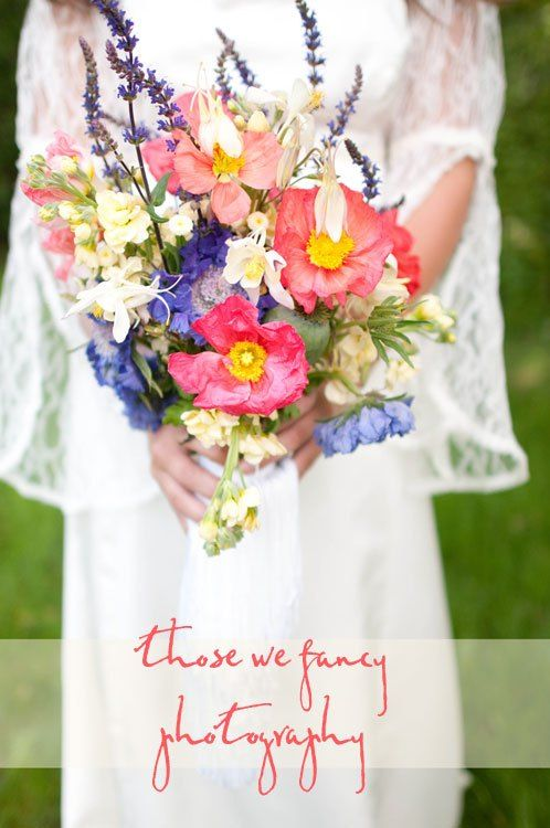 Vases Wild| Bohemian bridal bouquet with Poppy, Sage, Delphineum and Clematis