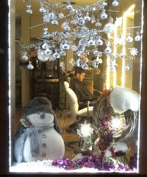 Aquí os dejamos otro escaparate de navidad del salón Nacho Siglo XXI. Muy muy chulo, enhorabuena.