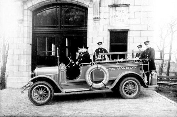 20 photos qui font revivre lhistoire de Montr�al   Le premier véhicule motorisé acheté par la Ville de Montréal, 1910