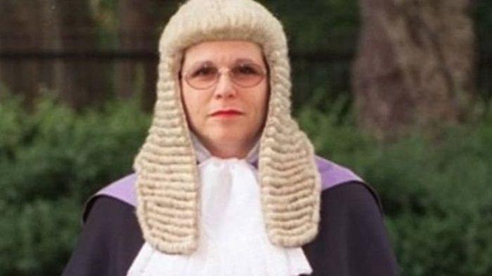 İngiltere'de kadın yargıcın sözleri tartışma yarattı  http://www.hukukveekonomi.com/ingilterede-kadin-yargicin-sozleri-tartisma-yaratti/