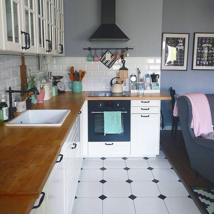 Taka sytuacja: Dzwoni pani z Ikei i mówi, że chcieliby zrobić sesję w naszym mieszkaniu. No i co tu robić? 😜 #ikea #kitchen #whitekitchen #scandinaviankitchen #scandinavian #interior #decor #homedecor #interiordesign #white #pastels #grey #design #home #myhome #instahome