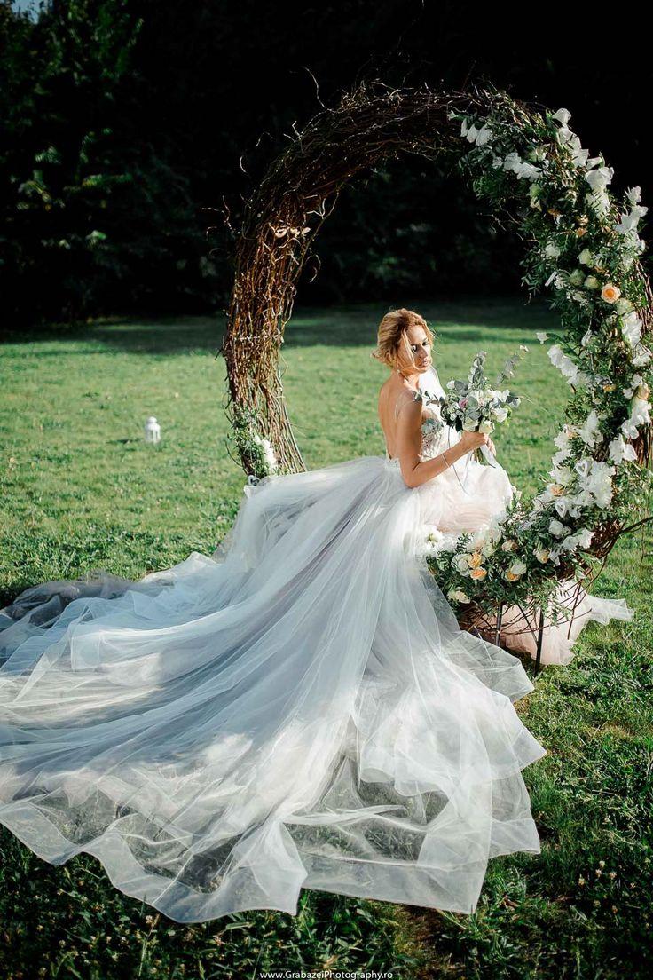 must have bridal portrait on your wedding day #grabazei #weddingphotoideas #bridalportrais #bridalpreparations #gettingreadybride #weddingswing #roundswing greenery wedding swing