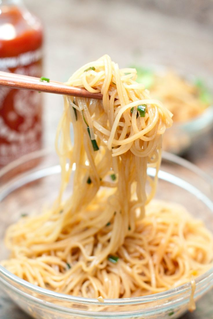 I repeat. 15 minute. Fried. Garlic. Noodles. This is the easiest side noodle eveerrrr.