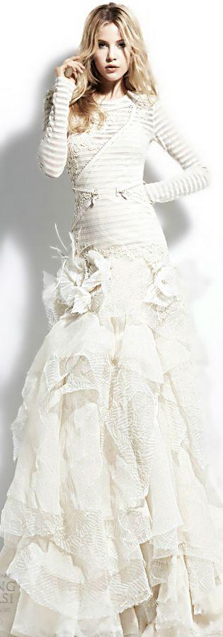 Yolan Cris  ●  2013 Long sleeve gown