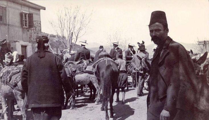zmir, 1904 Efes'i gezmeye gelen yabancılar ve yerli rehberler