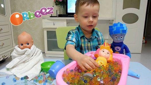ORBEEZ _Клим купает куклу и фиксиков в ванной с орбизами _ ORBEEZ BATH