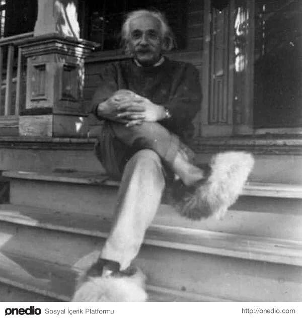 Einstein ve pofuduk ayakkabıları