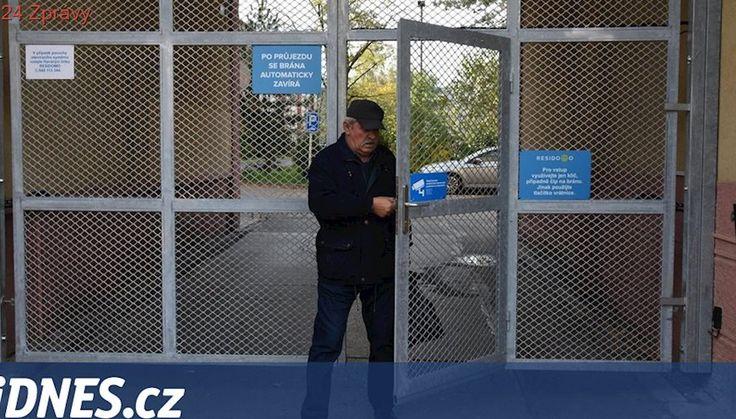 V Karviné uzavřeli blok domů v ghettu mřížemi, lidé chtějí být v bezpečí