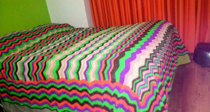 Colcha a crochet o ganchillo, tejida con hilo de algodón Reginella 100%. Diseñada y tejida por Verónica Ábel.