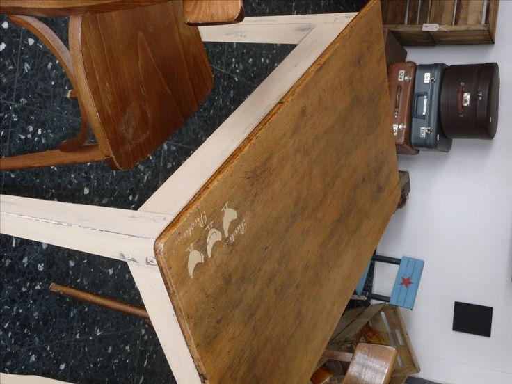 table bistrot vieilli, dessin pochoir, beige plateau brut