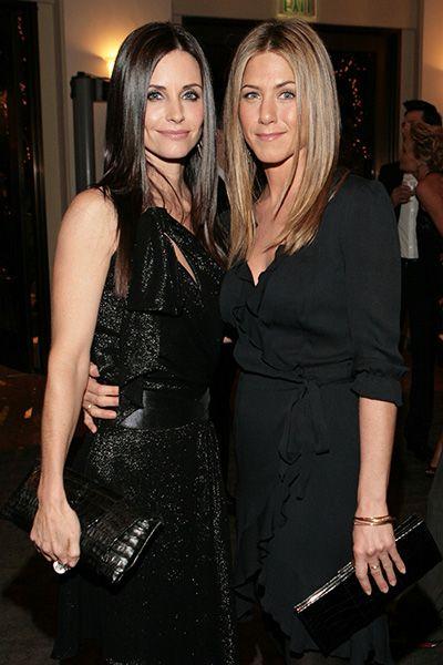 Jennifer Aniston & longtime-bff Courteney Cox in 2006