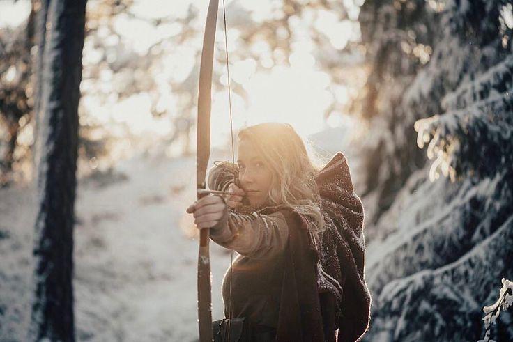 """Les aventures des soeurs Elin, Lovisa et Therese (@sagosystrar) ont la magie des forêts suédoise comme toile de fond. """"Ce qui nous motive, c'est notre amour pour le fantasy et le plaisir d'avoir l'impression d'être dans un conte de fées, explique Elin. C'est une sensations très intense, de s'habiller de cette façon et d'être dans la nature. C'est comme une sorte de méditation."""" Inspirées par le Moyen-Âge et les films fantastiques, les sœurs soulignent que ce qu'elles font n'est pas un jeu de…"""