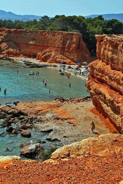 Sa Caleta beach, Ibiza, Spain. La otra cara de Ibiza, playas de Ibiza, rincones de Ibiza, paisajes de Ibiza, Cala Conta Ibiza, Ibiza isla blanca, sitios que visitar en Ibiza, Ibiza beaches, Ibiza white island, places to go in Ibiza. #LaOtraCaraDeIbiza
