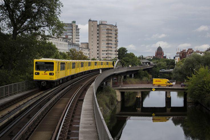 Möckernbrücke   by Viktorvtk