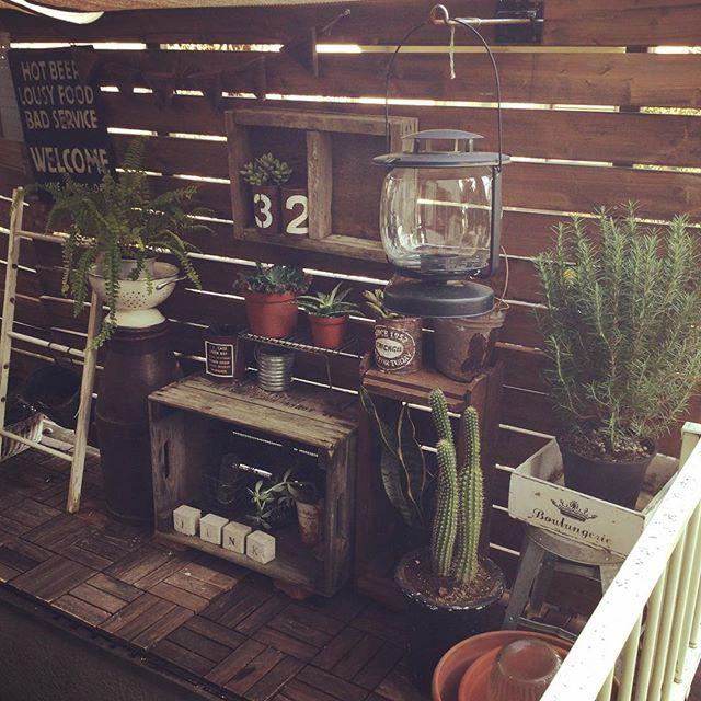 おはようございます(*^ω^*) あたっかくなってきたらグリーンとお花を増やしたい❤❤ でも北向き玄関で日が当たらない(ू˃̣̣̣̣̣̣︿˂̣̣̣̣̣̣ ू)日光無くても強い植物教えてくださぁーい!! ※※※ #myhome#home#interior#interia#garden#gardening#DIY#DIY#JUNK#Green#green#wood#IKEA#マイホーム#ホーム#インテリア#ガーデニング#ガーデン#雑貨#ジャンク#グリーン#イケア#キャベツBOX#instapic#instashot#kaumo