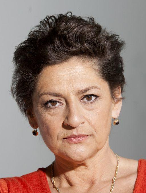 Annet Malherbe 23-11-1957 Nederlandse actrice. Ze werd zowel voor haar rol in Mus (1993), als in Abel (1986) en in Kleine Teun (1998) genomineerd voor een Gouden Kalf. Annet Malherbe speelde een bijstandsmoeder in televisieserie Mus en in Gooische Vrouwen vertolkte ze de rol van Willemijn Lodewijkx. Ook was ze te zien als de moeder van Abeltje in de gelijknamige speelfilm. https://youtu.be/aNMLb97_Yqw