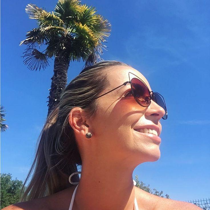 """59 curtidas, 1 comentários - Vanessa Catrib (@vanessacatribblog) no Instagram: """"❤️☀️#sol #piscina #sexta #ferias #ultimodiadeferias #blog #maedegemeas"""""""