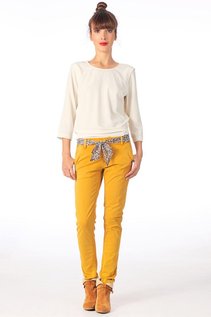 Pantalon chino avec ceinture foulard Follow Jaune Le temps des cerises sur MonShowroom.com