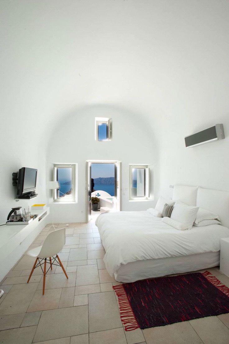 Amazing interior small luxury room at grace santorini for Small hotel room design