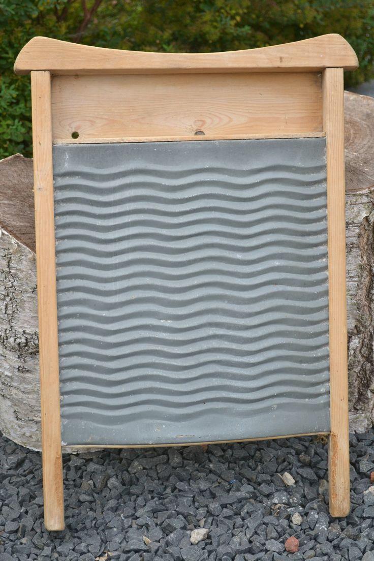 Dit decoratieve wasbord vond ik in Sønderborg. De hoogte is 56 cm en de breedte is 36 cm.