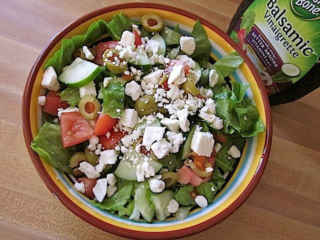 easy greek salad - Budget Bytes
