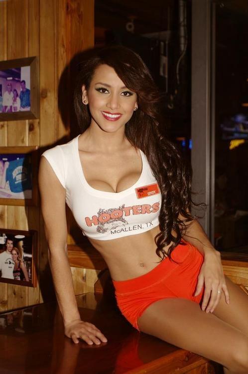 hooters restaurant girls nudity