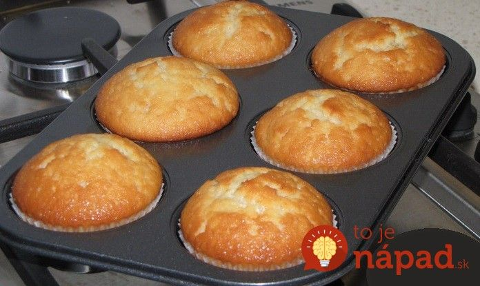 Moje najobľúbenejšie muffiny. Sú tak akurát sladké a svieže po citróne. Najlepšia je však na nich skutočne jednoduchá príprava. :-)
