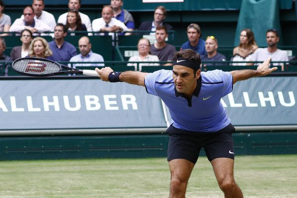 Roger Federer Photos Photos - Roger Federer of Suiss during the men's singles match against Alexander Zverev of Germany on Day 9 of the Gerry Weber Open 2017 at Gerry Weber Stadium on June 25, 2017 in Halle, Germany. - Gerry Weber Open - Day 9
