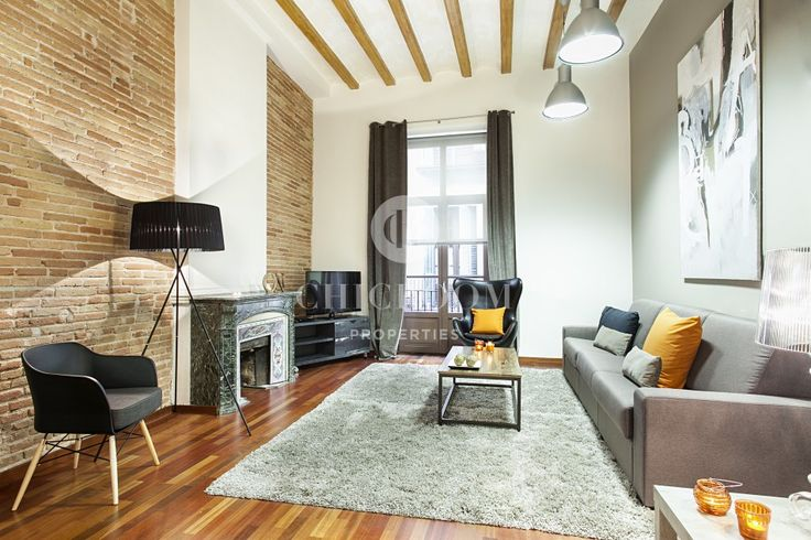 This beautiful furnished apartment for rent in Barcelona, laid out as a loft studio, offers everything you need for a mid-term stay in the city.