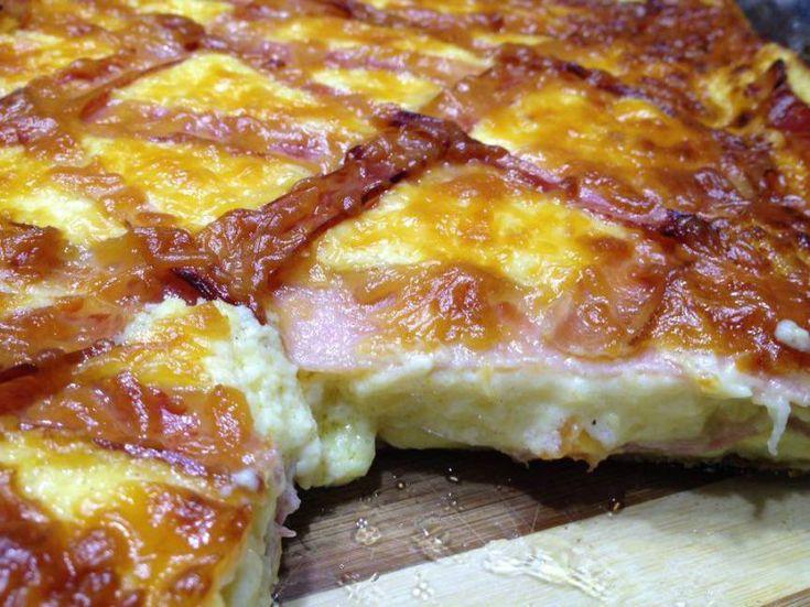 Quiche Lauren αλλιώς…  3 φύλλα χοντρά για πίτα κομμένα στη μέση (δηλ. σε σύνολο 6 κομμάτια)  λιωμένο βιτάμ με ελαιόλαδο για τα φύλλα    Μπεσαμέλ του λεπτού στα μικροκύμματα ή όπως βολεύει με :  4 κουτ. σούπας κορν φλάουρ  2 κ.